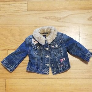 Gap demin jacket with soft lining.